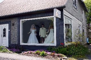 Preiswerte Brautmode Und Festmode Fur Damen Und Herren Vom Modehaus